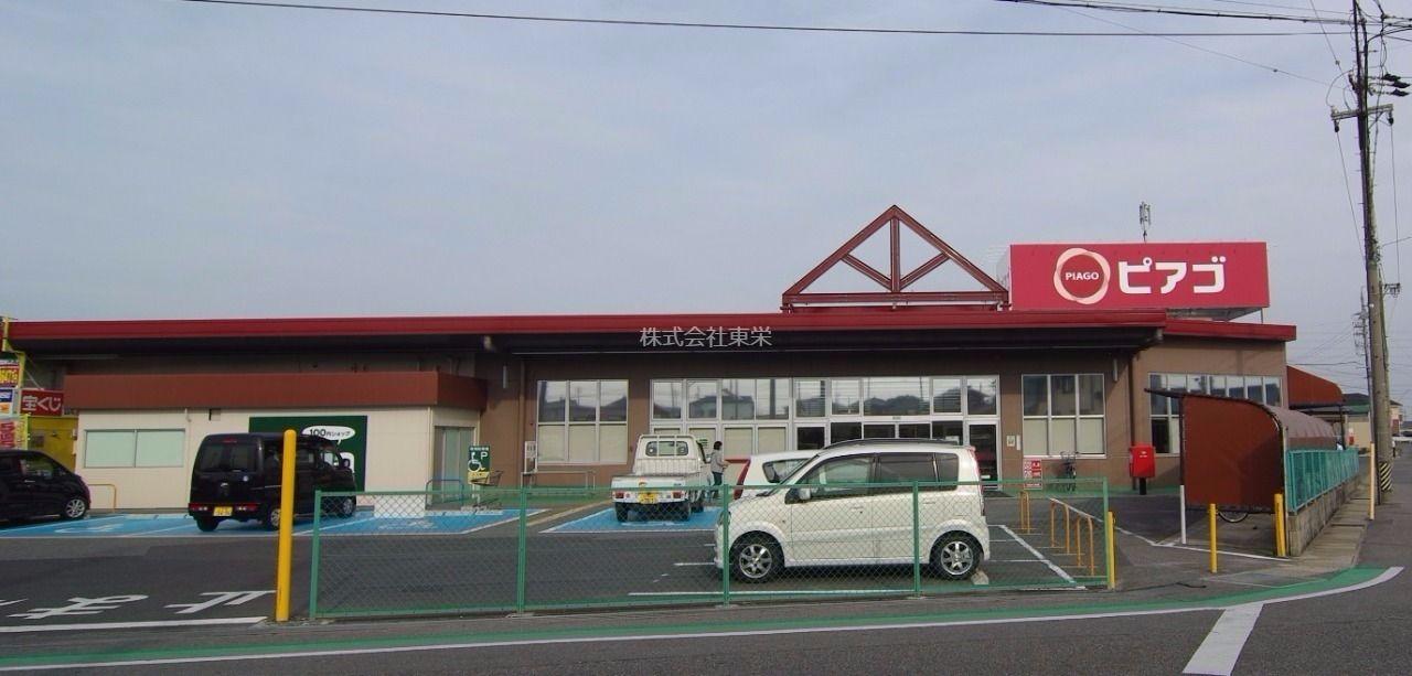 食料品、日用品ならピアゴ碧南東店が便利です。100円均一、パン屋、スガキヤ、クリーニング店、ヘアカットもありますよ。