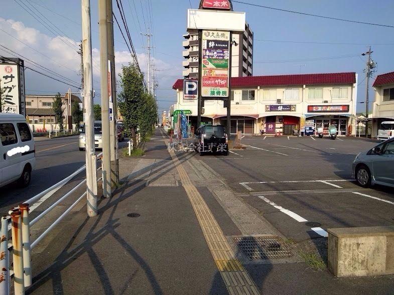 県道沿いで交通量が見込めます。